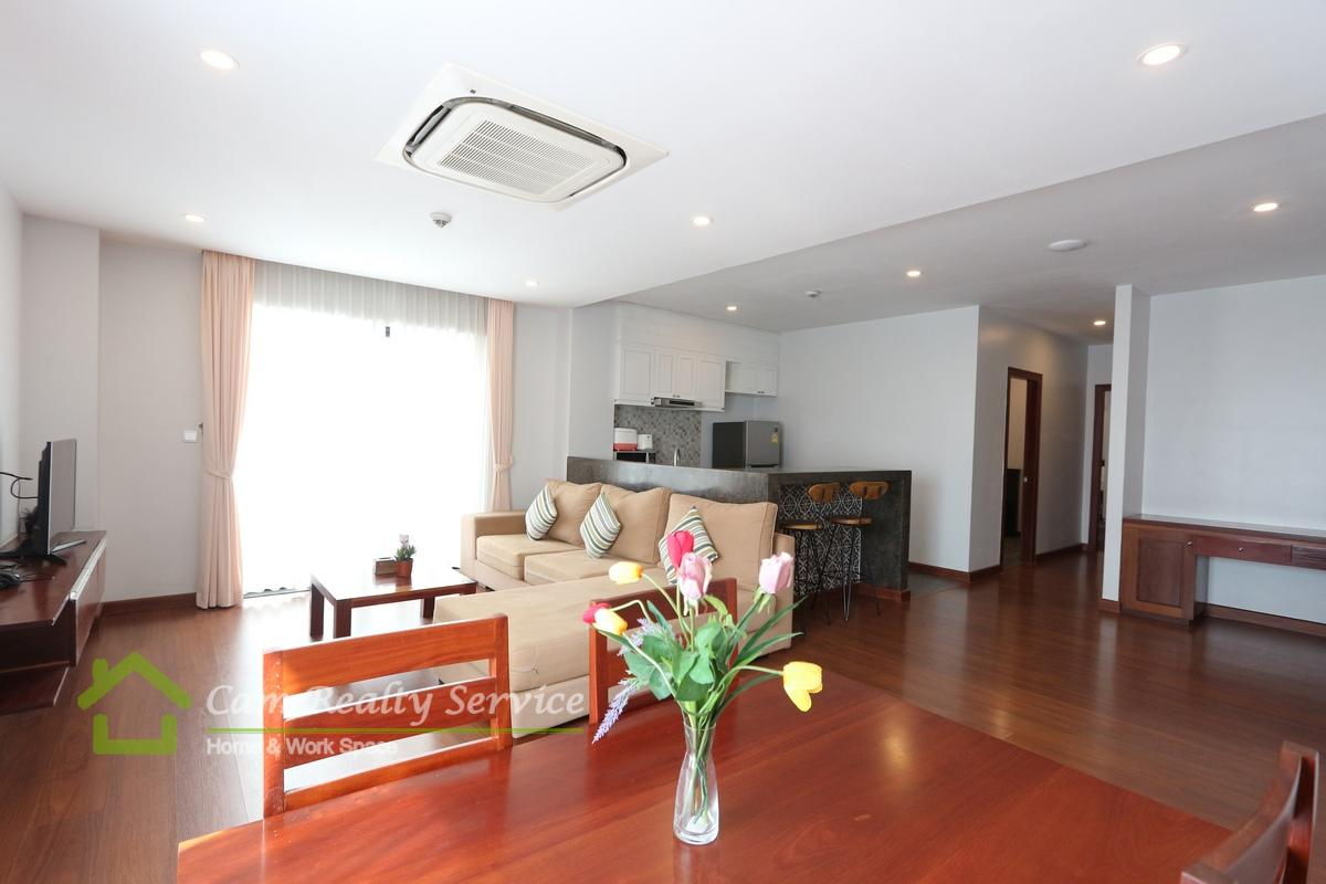 BKK1 area| Western style 2 bedrooms serviced apartment available for rent| 1650$/month up| Rooftop pool & Gym
