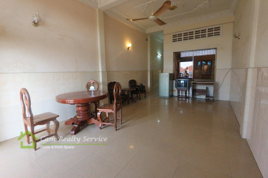 Wat Phnom area| Town House 3rd Floor 1 Bedroom Available Now 300$/month