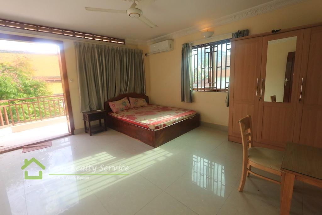 Riverside area  Nice town house  1 bedroom 1bathroom available now 350$ for rent