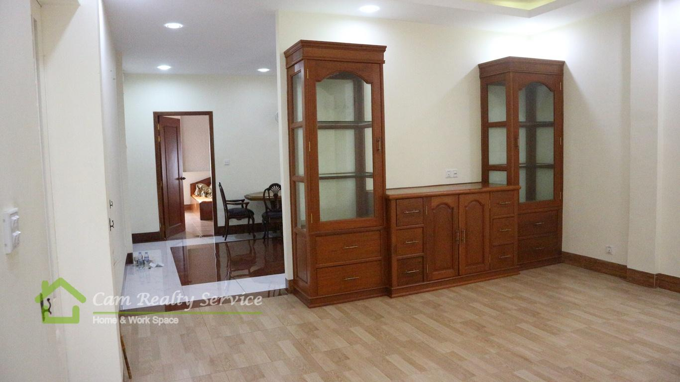 Toul Tom Poung 1 area  Furnished 3 bedrooms town-house for rent  550$/month  Phnom Penh