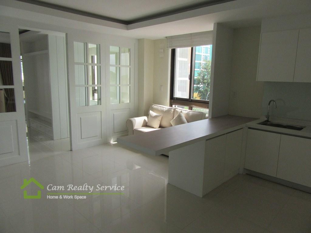 Southern Tonle Bassac area  Very nice 1 bedroom serviced apartment available for rent  750$/month up  Pool, gym, steam & sauna