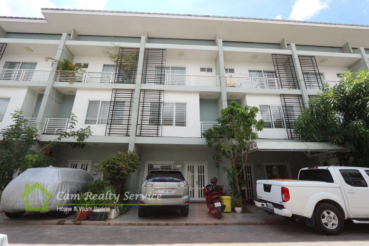 Aeonmall Sen Sok City Area| Semi furnished bright 3 bedrooms 3 bathrooms in gated community link house for sale 104000$ (negotiable)