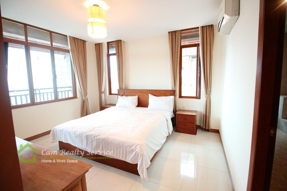 Toul Kok area  The spacious 3 bedrooms Serviced Apartment available for rent  1000$/month