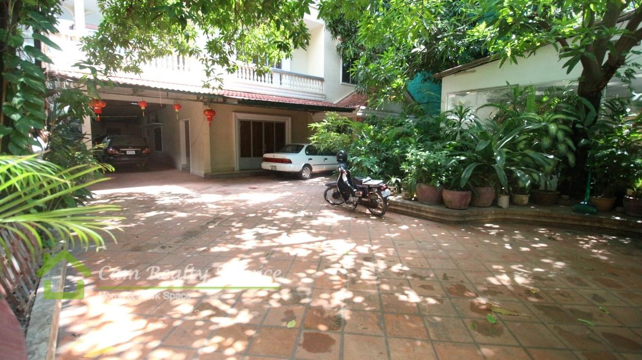 BKK1 area|Nice fully-furnished 3 bedrooms villa ground floor available for rent now 1500$/month