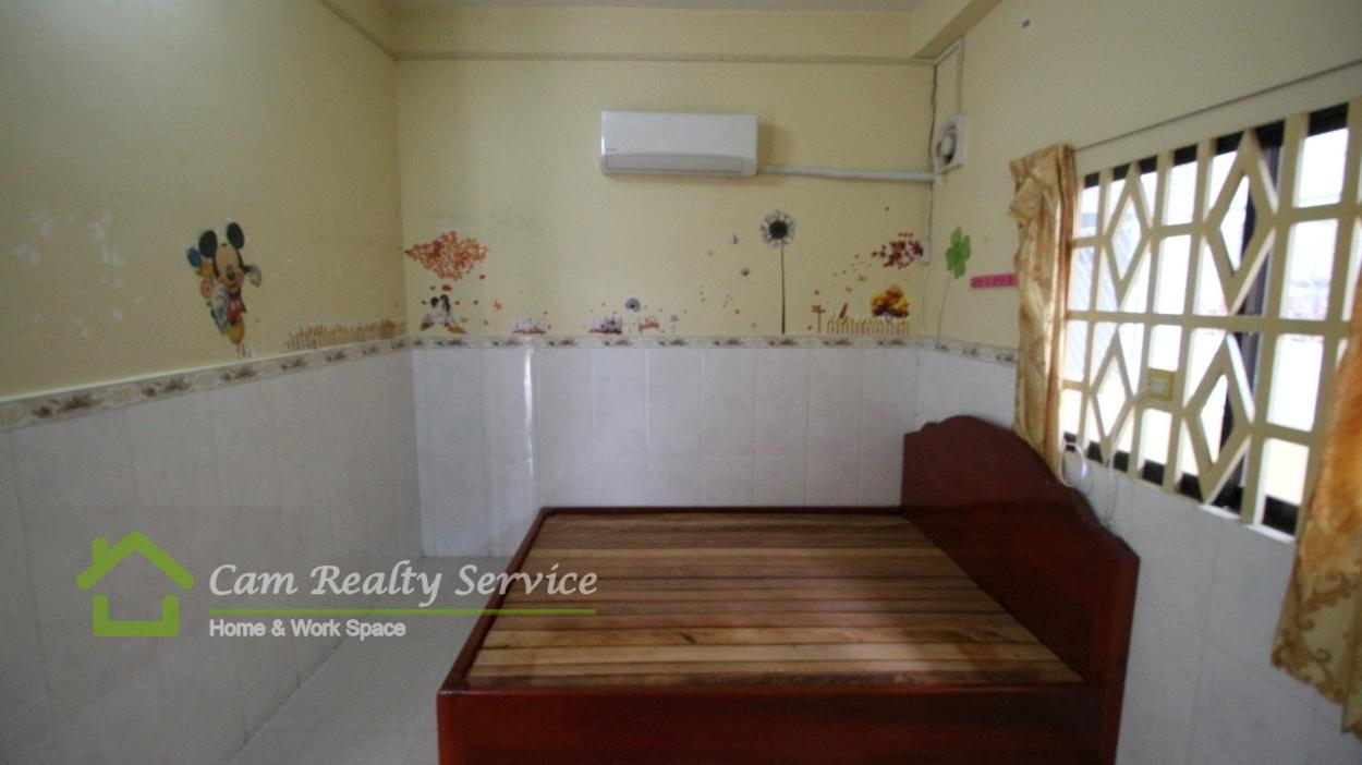 BKK3 area|Nice semi-furnished 1 bedroom town-house 2nd floor available for rent now/ 200$/month