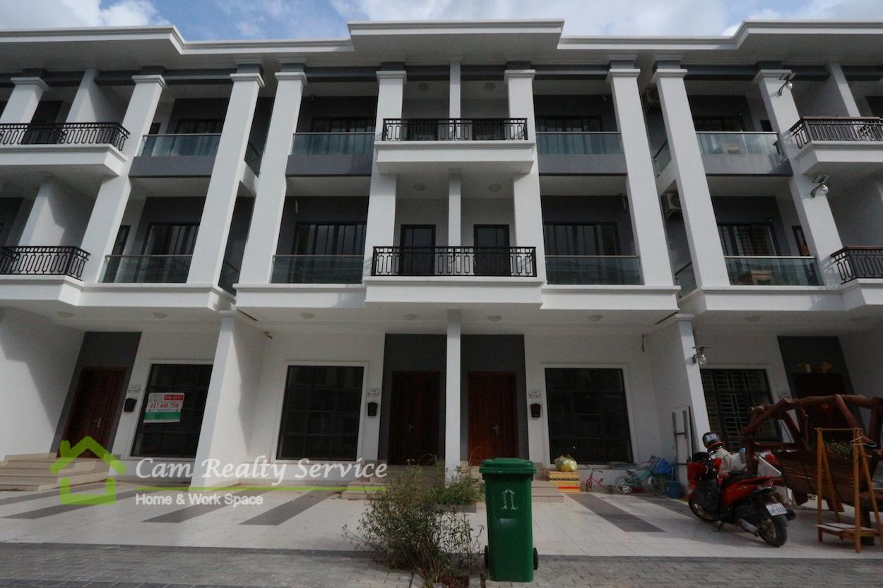 ISPP area| Beautiful Semi Furnished link house 4 bedrooms 5 bathrooms in gated community available for rent 800$/month