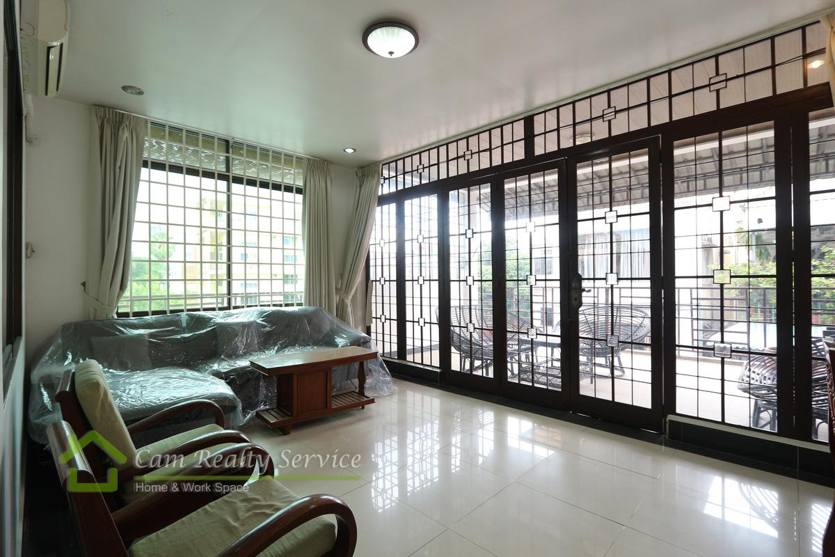 Town house for rent in Tonle Bassac 1