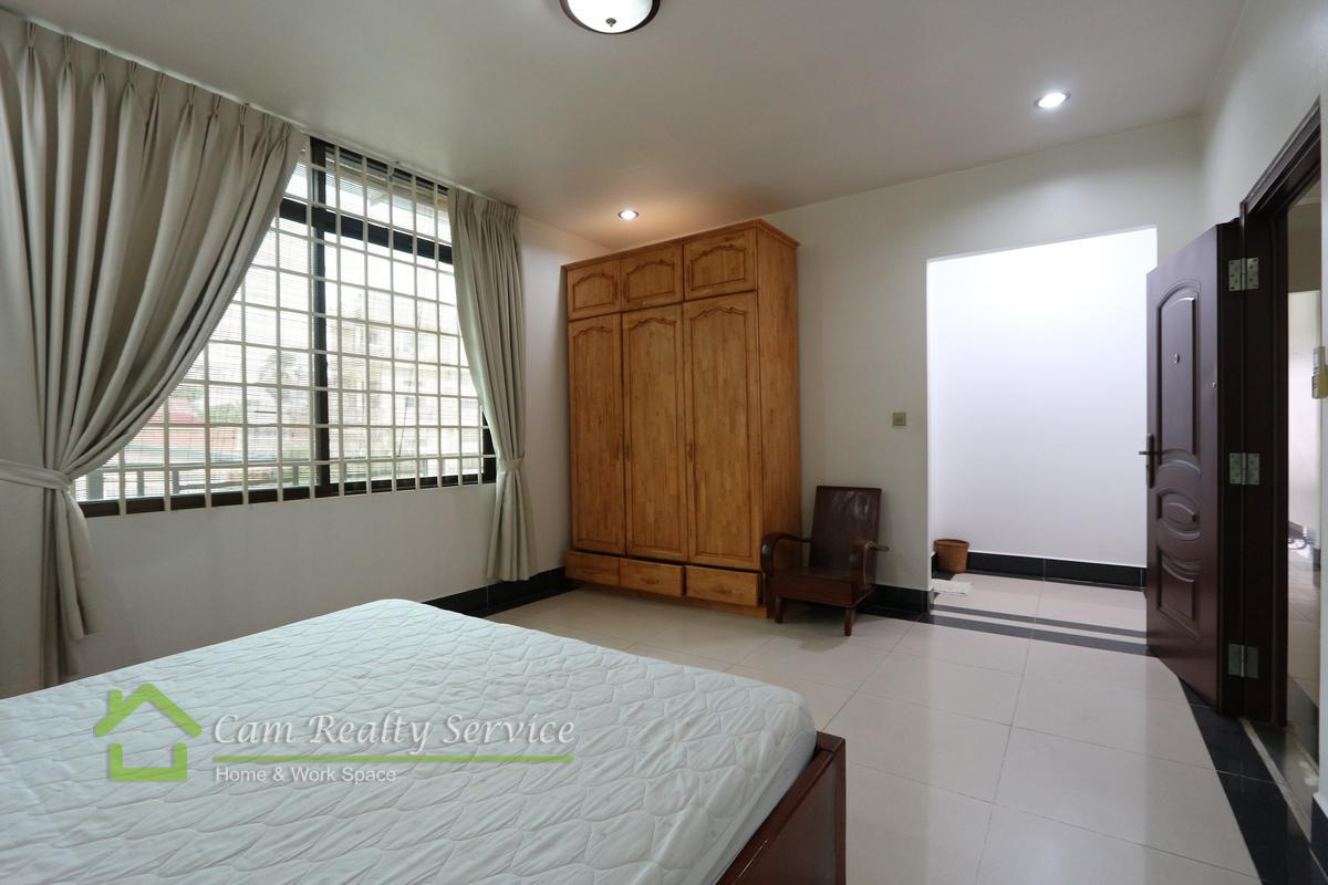 Town house for rent in Tonle Bassac 10