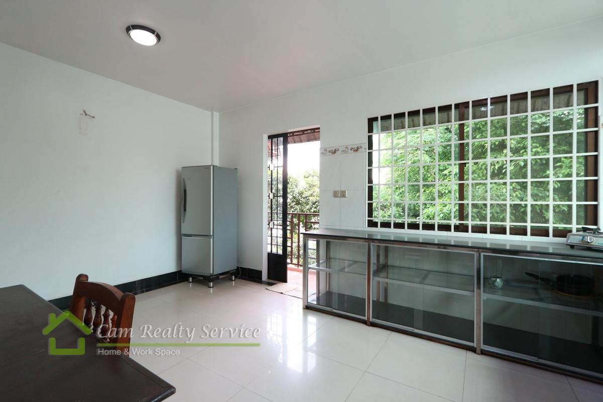 Town house for rent in Tonle Bassac 14