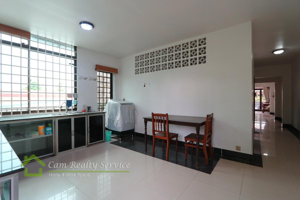 Town house for rent in Tonle Bassac 15