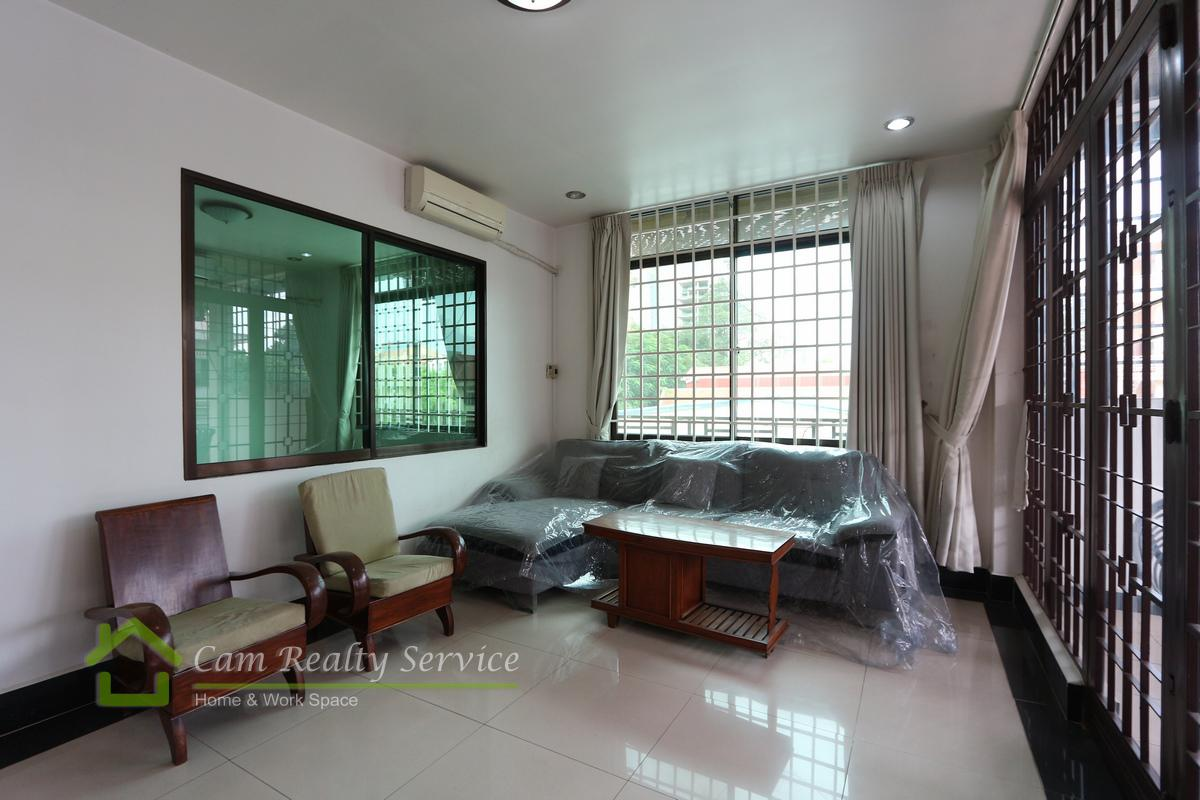 Town house for rent in Tonle Bassac 2