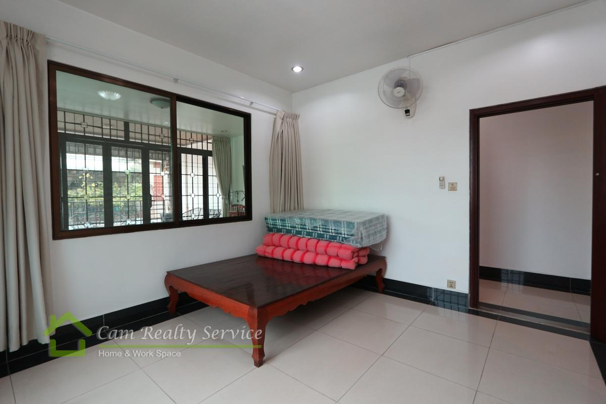 Town house for rent in Tonle Bassac 7