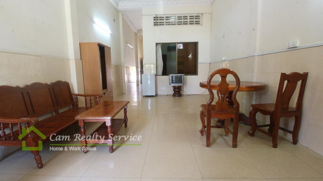 Wat phnom area| Nice town house| 1 bedroom 1 bathroom available now 300$ for rent/month