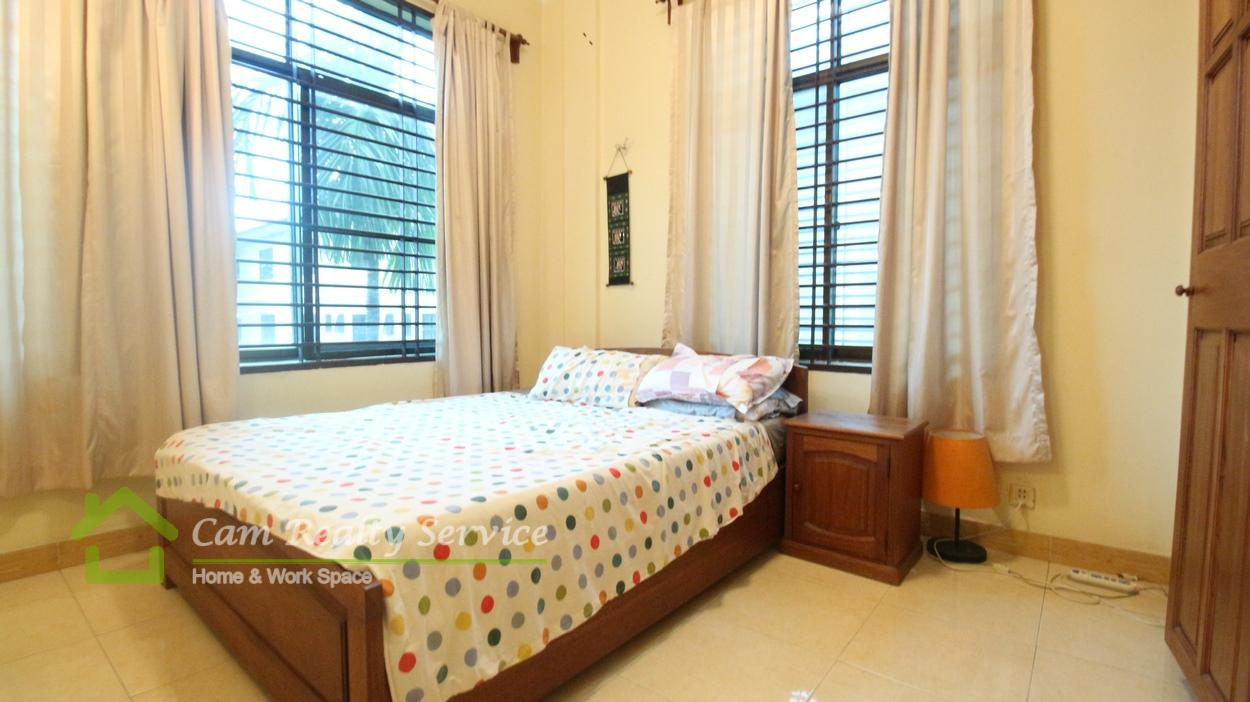 Tonle Bassac area| Very nice 2 bedrooms renovated like France style apartment for rent 700$/month.