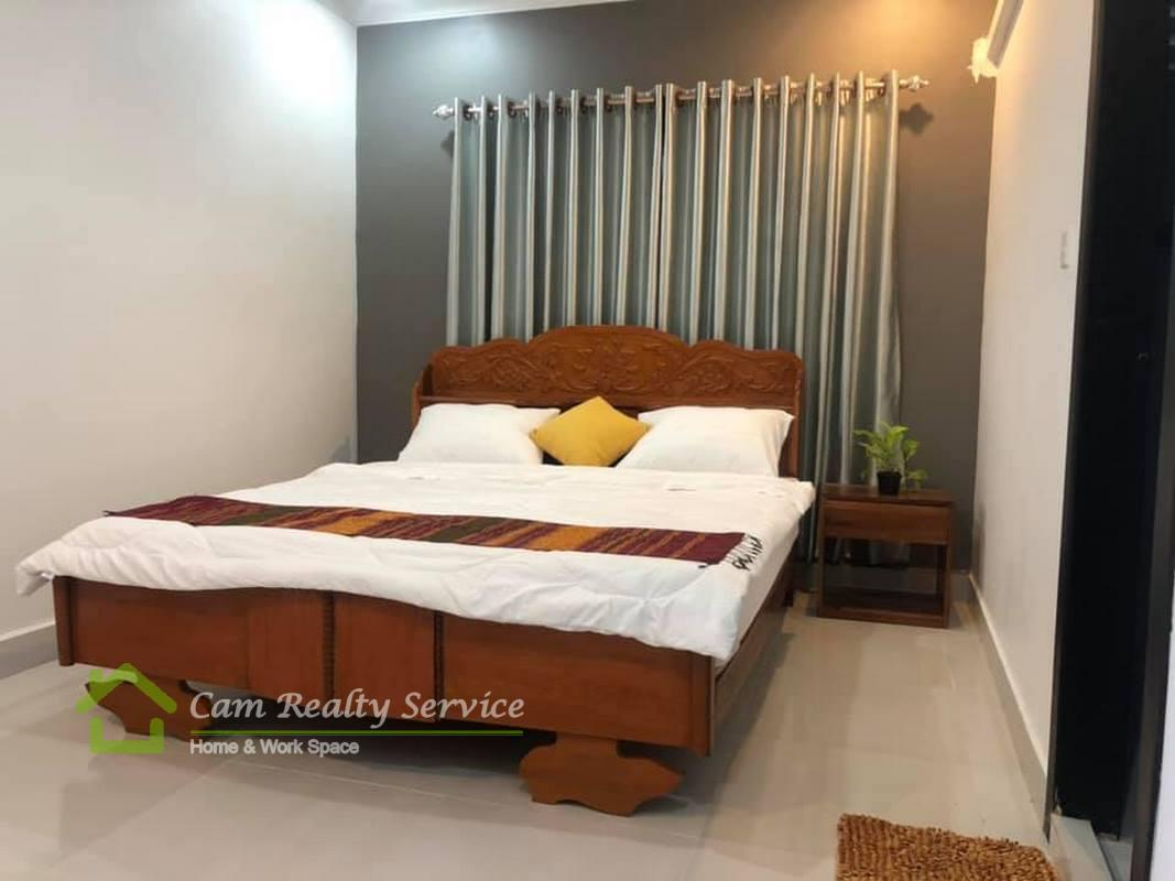 BKK3 Area  Modern style service apartment  2 bedrooms 3 bathrooms available for rent 650$/month(elevator & motor parking)