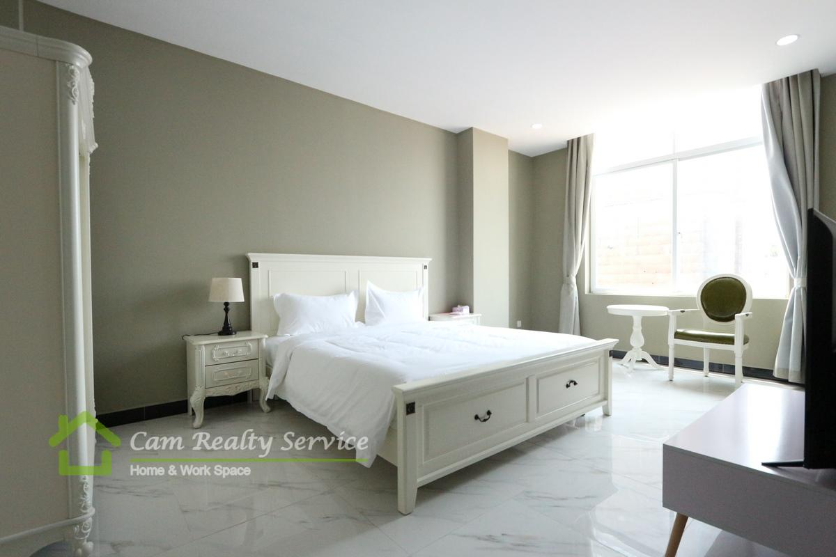 Tonle Bassac Area| Modern style 1 bedroom serviced apartment for rent 1000$/month|Car parking|