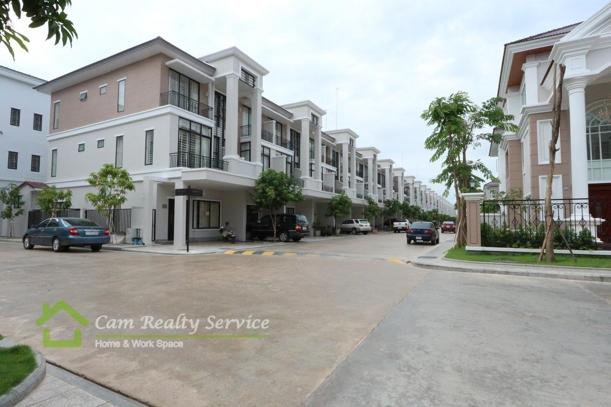Near ISPP (Hun Sen Blvd)  Modern style in gated community house for rent  1000$/month