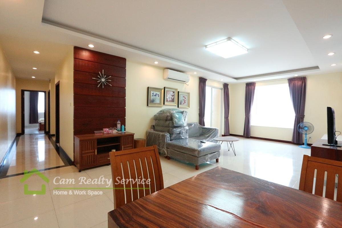Tonle Bassac  Spacious 3 bedrooms with big balcony for rent  1500$/month  Pool & Gym