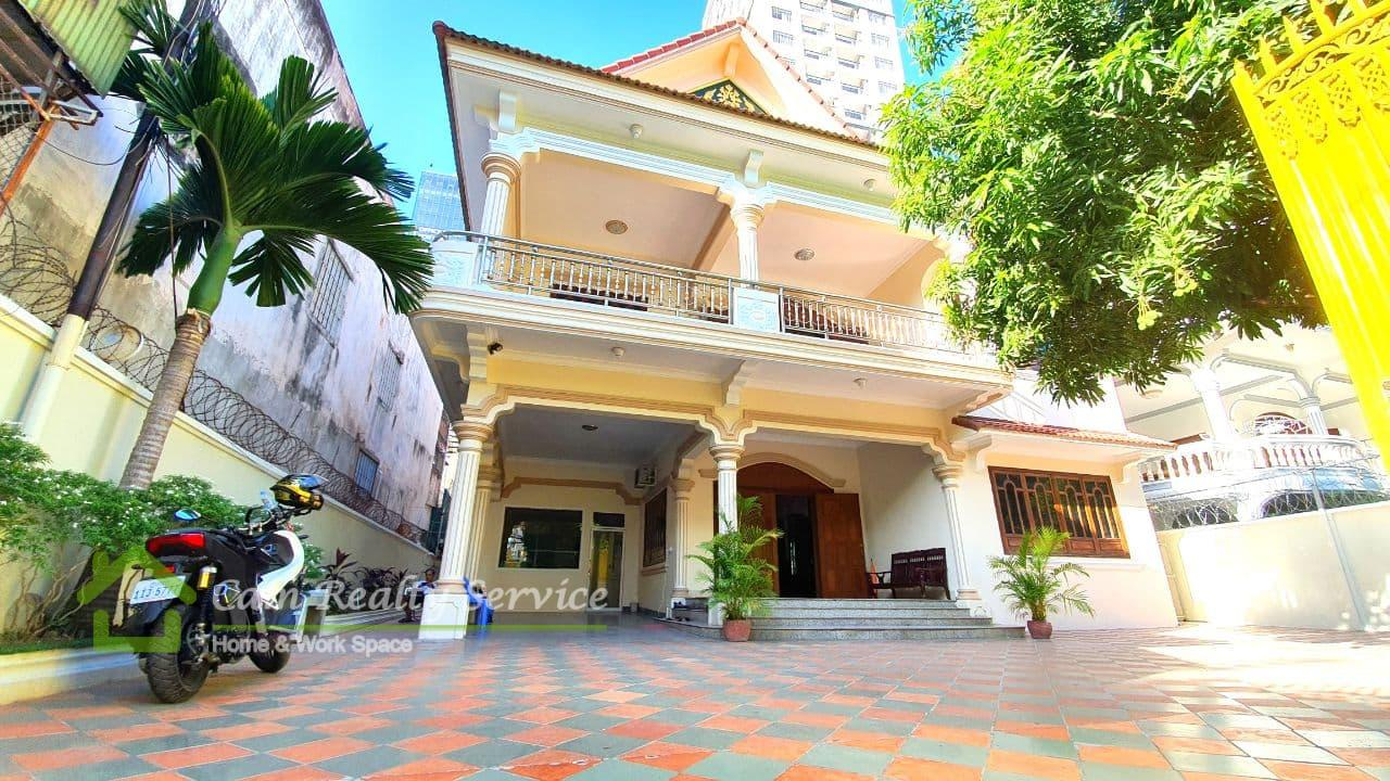BKK1| Spacious Villa 7 bedrooms in the heart zone of BKK1 area for rent (very good for kindergarten business or office space)