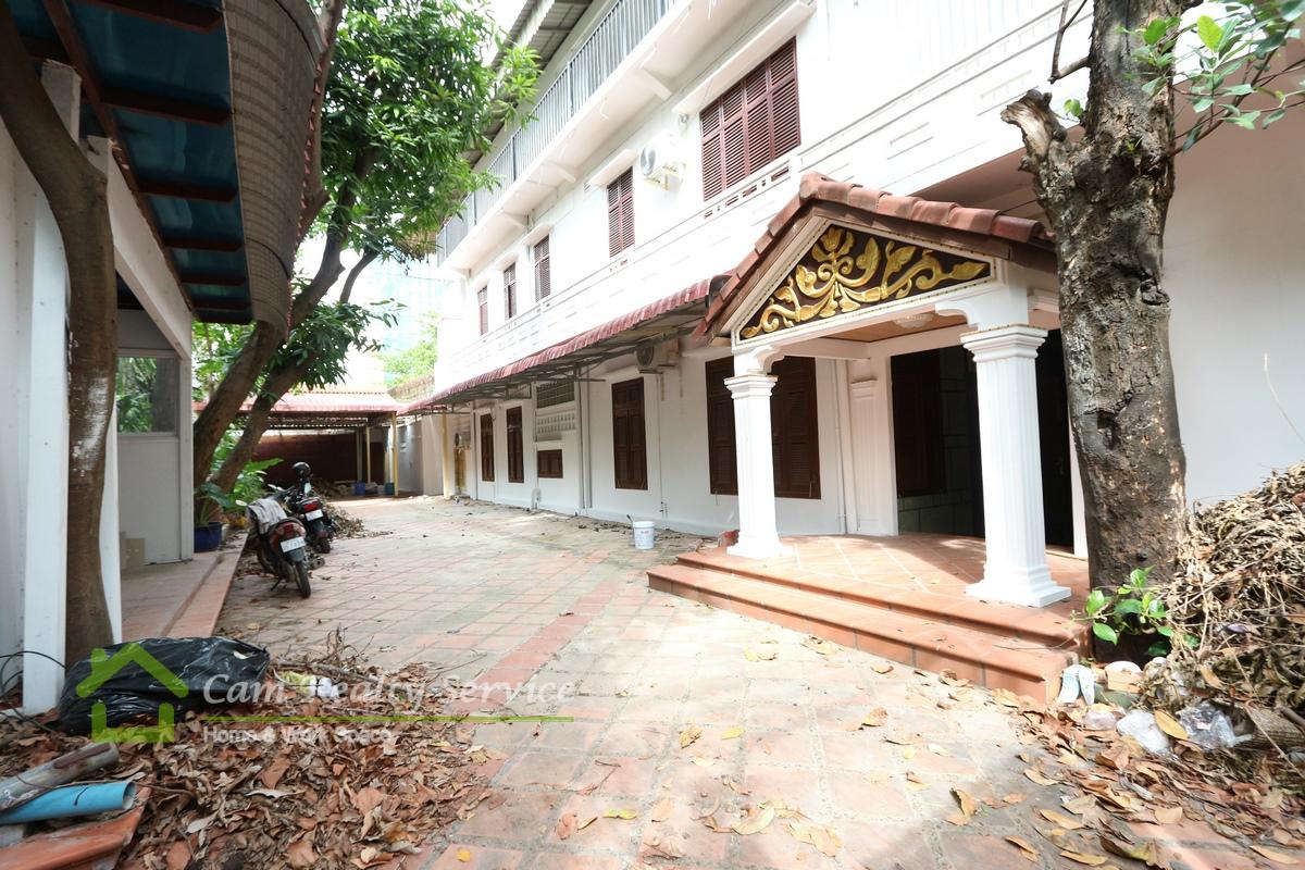 Tonle Bassac Area|Nice whole building for rent|4 bedrooms & 4 bathrooms (very good for kindergarten business or office space)