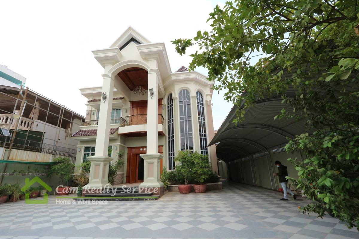 Toul Kork area| Modern style 8 bedrooms villa available for rent in Sangkat Teouk Laork 3 | 3000$/month with Garden