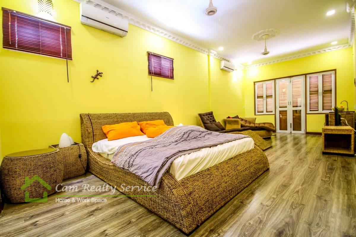 Daun Penh area  Very nice 1 bedroom renovated house available for rent 500$/month