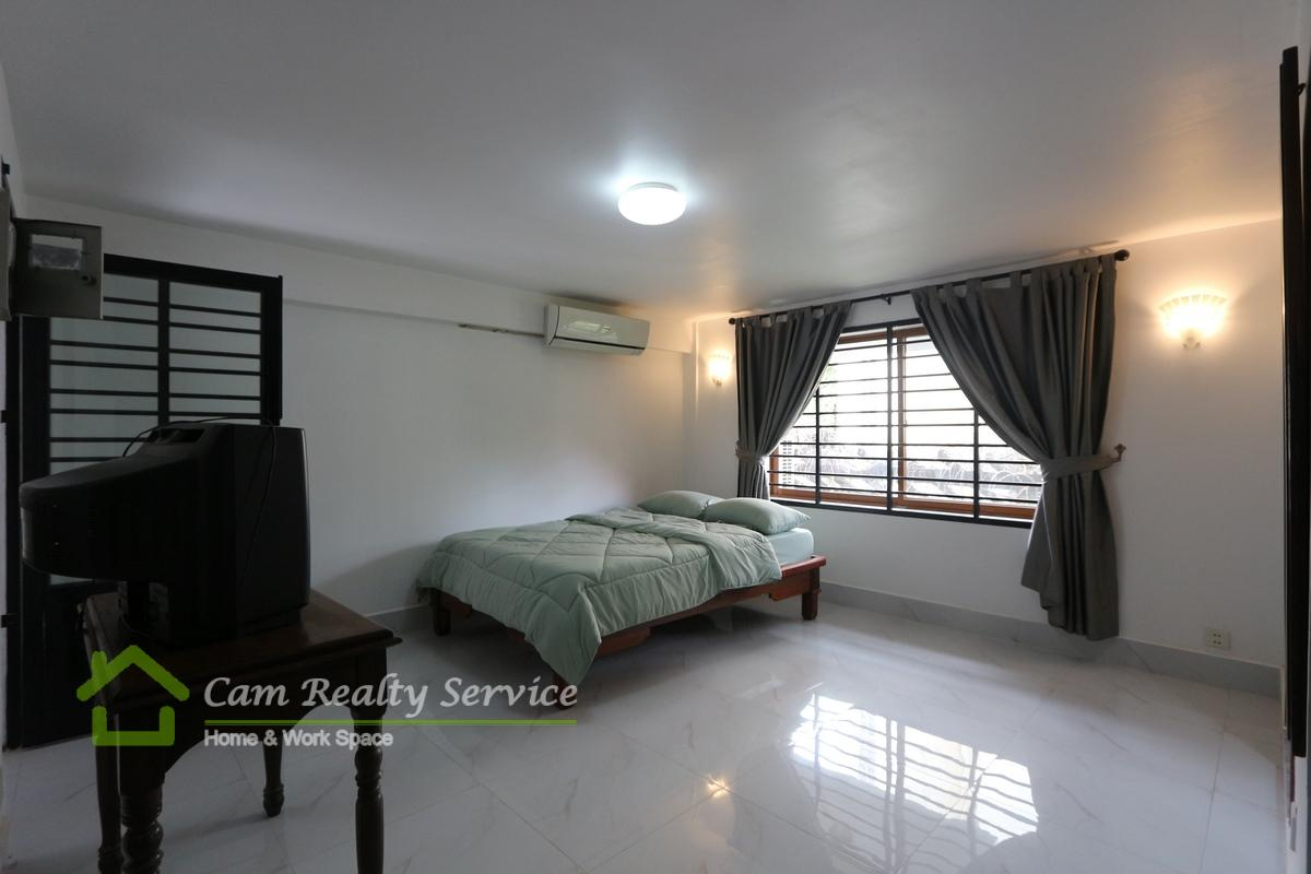 Great location of Tonle Bassac  Duplex style 1 bedroom renovated house for rent 450$/month